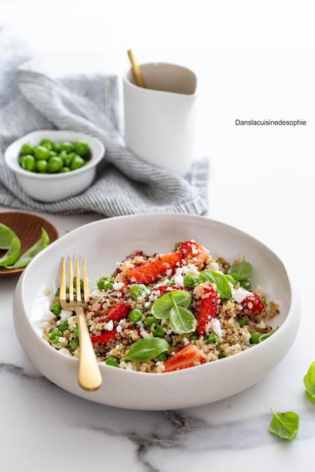 Salade de quinoa, fraises et petits pois
