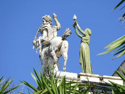 Achilleion (12) La terrasse des centaures. 7 photos.