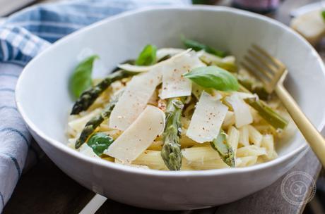Penne aux asperges vertes et crème au parmesan
