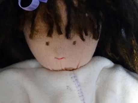 Une poupée Waldorf pour une petite fille