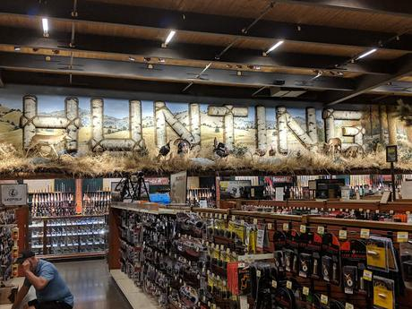 Bass Pro Shops Outdoor World : Une enseigne typiquement américaine