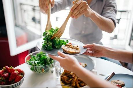 Consommer même de petites quantités de viandes rouges et transformées peut augmenter le risque de décès, notamment de causes cardiovasculaires.