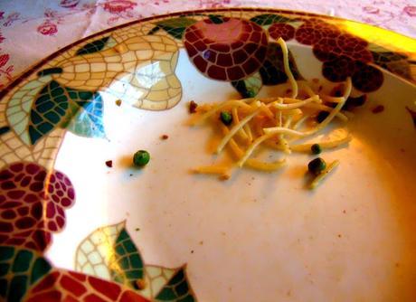 Pâtes aux saucisses italiennes végétales, tomates et petits pois