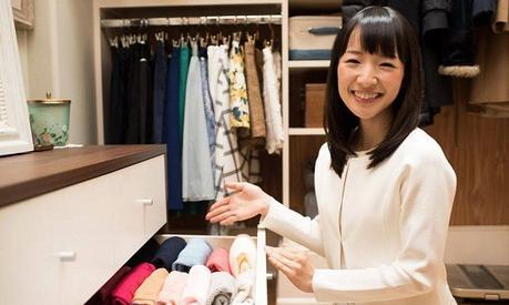 3 façons la méthode Marie Kondo peut vous aider à dépenser moins