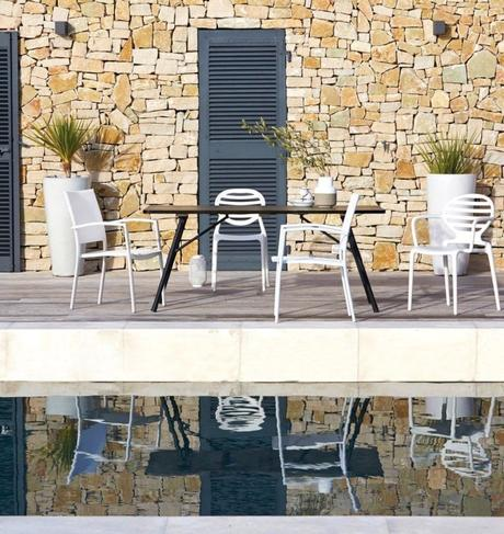 outdoor la redoute profiter de son jardin piscine table noir mur pierre
