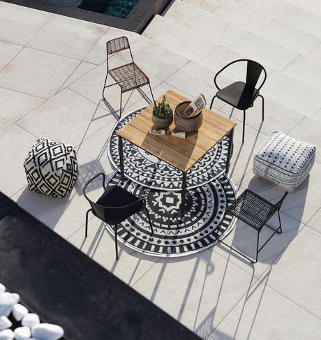 tapis rond noir et blanc style ethnique table carré bois clemaroundthecorner