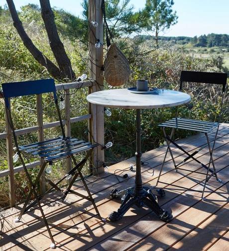 blog déco table haute ronde marbre blanc guirlande lumineuse extérieure outdoor clem around the corner