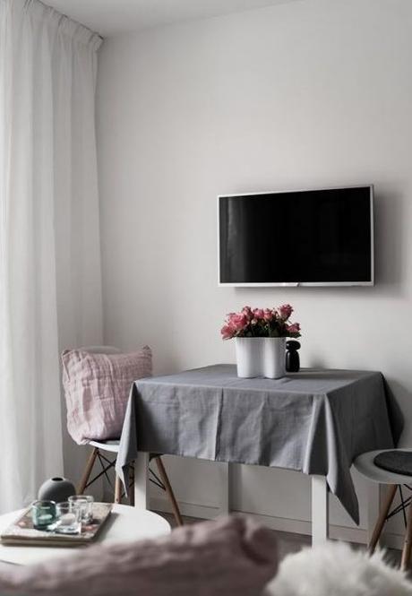 déco gris rose salon télévision table - blog déco - clem around the corner