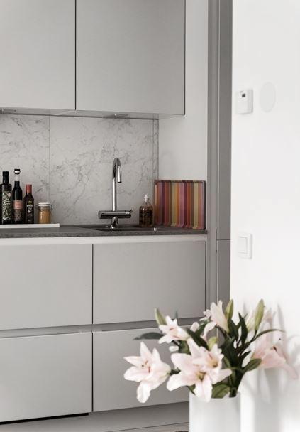 déco gris rose cuisine ouverte marbre - blog déco - clem around the corner
