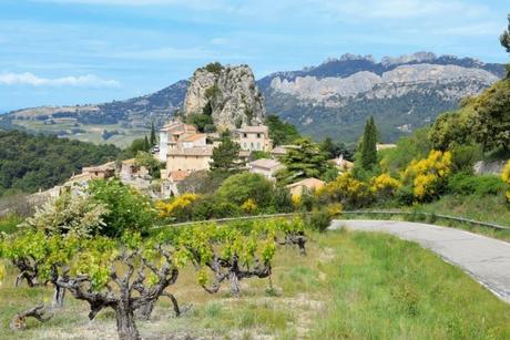 La Roque Alric et les Dentelles de Montmirail © French Moments