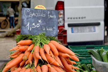 Les Demoiselles Coiffées près de Marché de Bédoin © French Moments