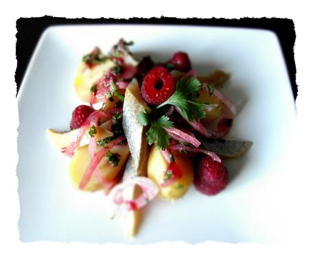 Salade de hareng pomme de terre, vinaigrette coriandre framboise.