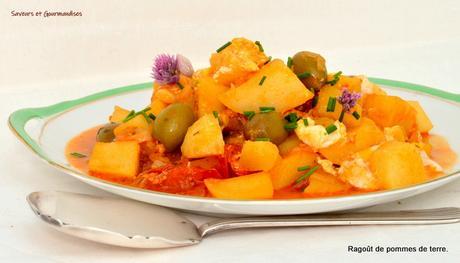 Ragoût de pommes de terre, tomates cerise et olives.