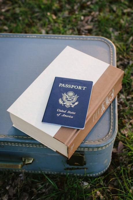 blog déco astuces voyage avion passeport valise vintage bleu