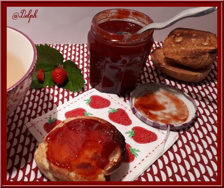 Confiture de rhubarbe et de fraises