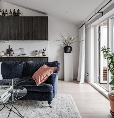 35m2 pour vivre studio salon cuisine porte fenêtre coussin beige saumon - blog déco - clem around the corner