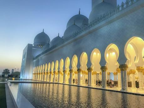 A faire absolument à Dubaï et à Abu Dhabi : visiter la grande mosquée Sheikh Zayed