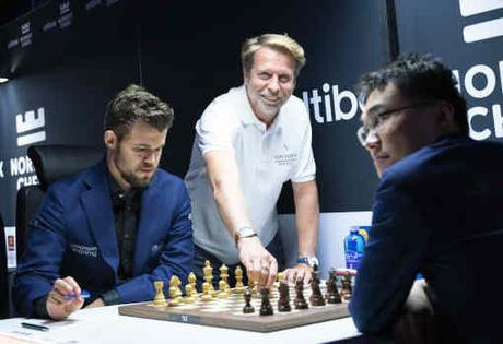 Le champion du monde des échecs Magnus Carlsen a battu le Chinois Yu Yangyi en partie classique lors de la ronde 8 - Photo © Lennart Ootes