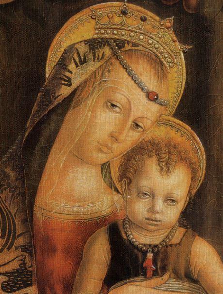 1482 Crivelli,_Madonna_col_Bambino_e_piccolo_frate_francescano_orante Pinacoteca Vaticano detail perles
