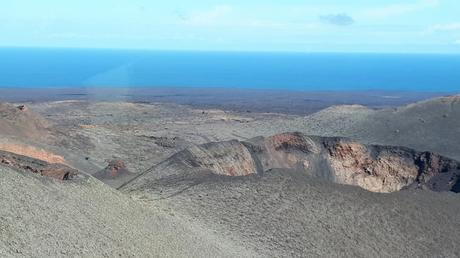 Le cratère d'un volcan dans le Parc de Timanfaya - Lanzarote
