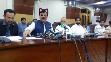 Facebook live : un ministre pakistanais avec le filtre oreilles de chat