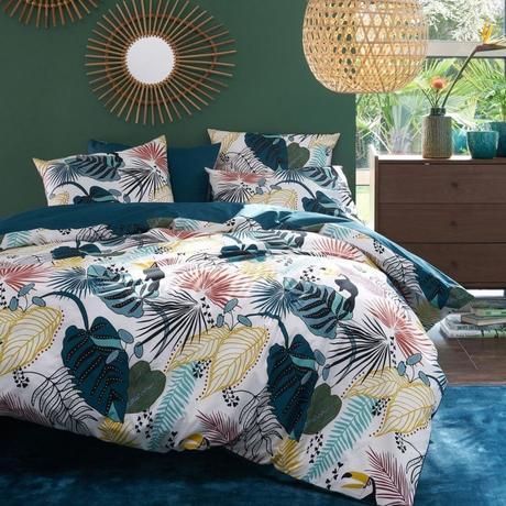 linge de lit floral blanc bleu rouge miroir osier soleil commode bois