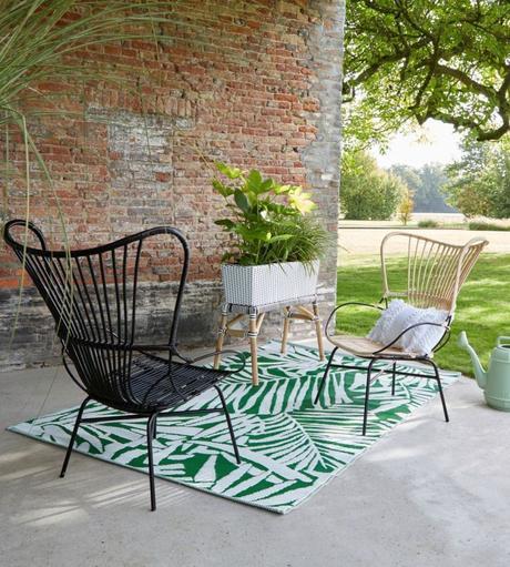 clemaroundthecorner déco été outdoor tapis palmier vert blanc salon jardin