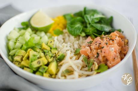 Poke bowl (saumon, avocat & mangue – IG bas)