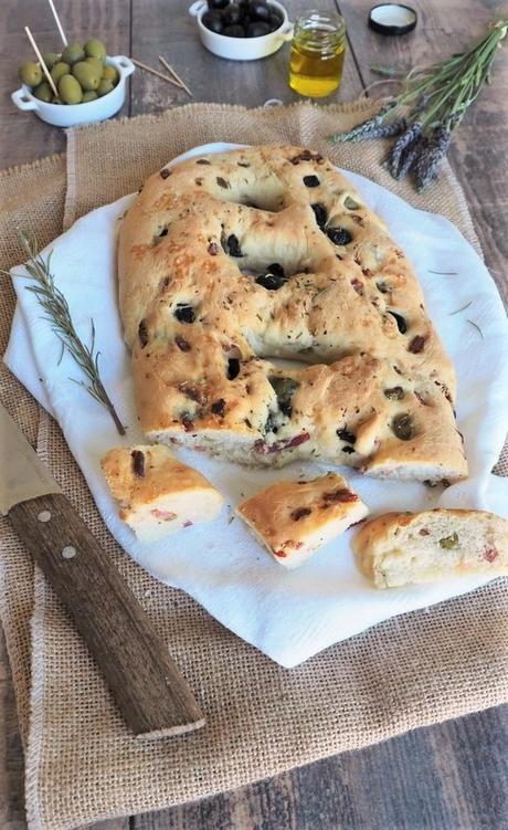 Fougasse aux olives et aux lardons