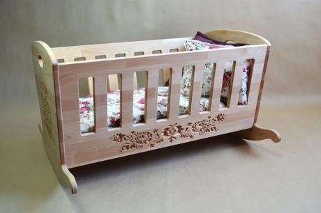 Berceau bébé qui se balance : bonne idée ?