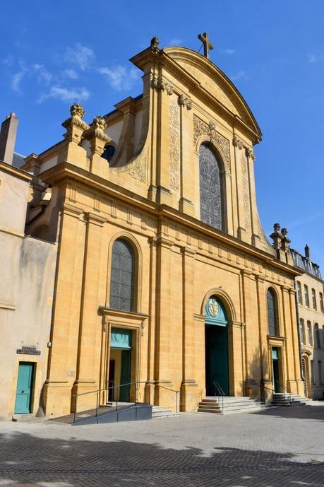 Façade de l'église Notre-Dame © French Moments