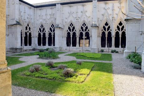 Cloître de l'église St Gengoult de de Toul © French Moments