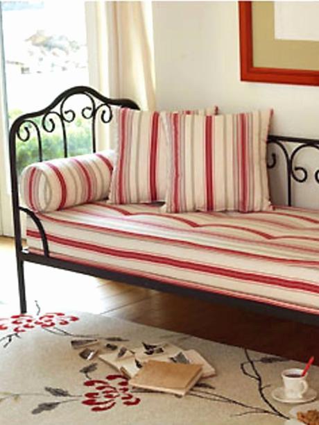 méridienne fer forgé noir intérieur rayure rouge blanche romantique - blog déco - clem around the corner