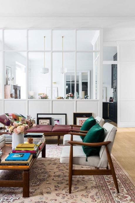 méridienne cuir violet salon coussin fauteuil artiste bois vitre - blog déco - clem around the corner