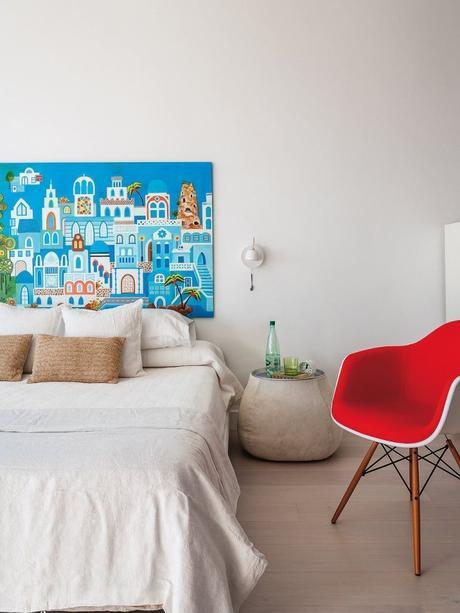 maison à malaga chambre tableau tête de lit chaise scandinave rouge eames - blog déco - clem around the corner