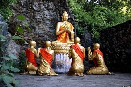 Statues de bouddha en or