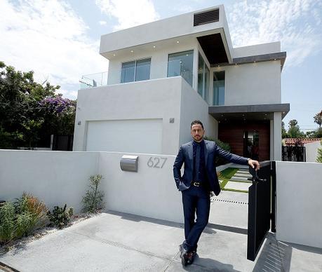 Rencontrez l'agent immobilier de Kim Kardashian, qui est passé d'un simple travailleur à la vente de maisons d'un million de dollars