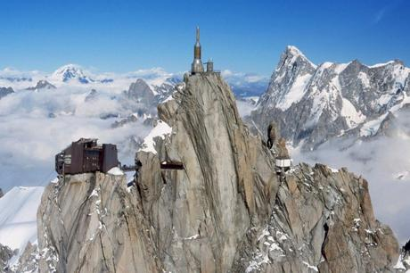 Vue générale de l'Aiguille du Midi (by Unknown Author - licence [CC BY-SA 2.5] from Wikimedia Commons)