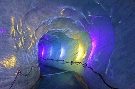 Grotte de la Mer de Glace © Tiia Monto - licence [CC BY-SA 3.0] from Wikimedia Commons