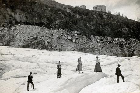 Touristes sur la Mer de Glace en 1900