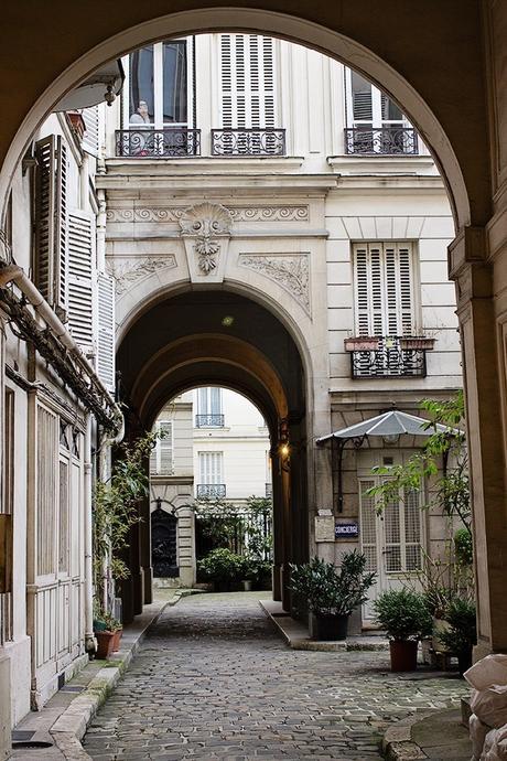 loft haussmannien cours immeuble chemin pierre plante verte - blog déco - clem around the corner