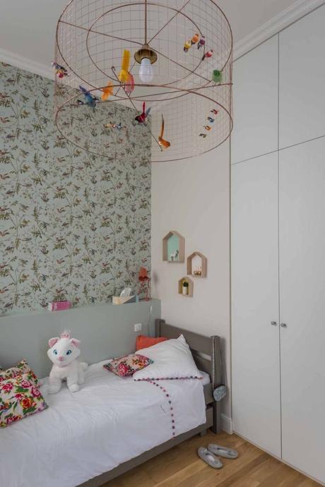 loft haussmannien chambre enfant papier peint bleu printanier - blog déco - clem around the corner