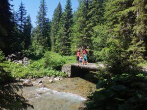 Une randonnée en famille au chemin des Ponts à Morgins