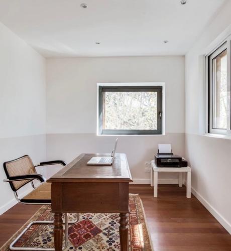 bureau parquet bois fauteuil cannage vintage bureau vintage mur blanc - blog déco - clemaroundthecorner