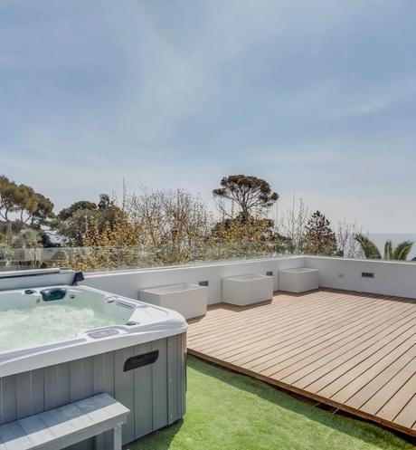 maison mer Méditerranée terrasse panoramique sur toit jacuzzi bois clemaroundthecorner