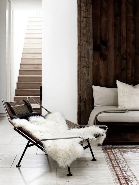 escaliers originaux salon ambiance scandinave déco montée d'escalier en bois peinture fausse fourrure - blog déco - clem around the corner