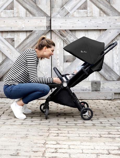 JET poussette design noire confortable pratique bébé à petite enfance clematc