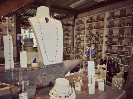 Guide Dis Paris qu'est ce que tu fabriques The Parisienne Nathalie Zaouati artisans parisiens artisanat Paris livre éditions rue de l'échiquier