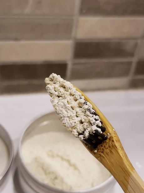 Dentifrice en poudre au Siwak
