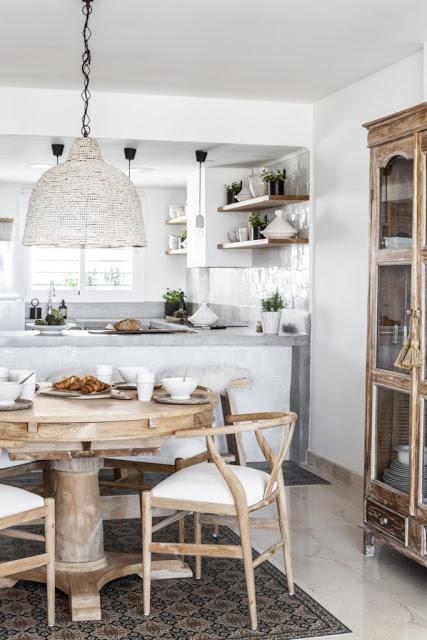 Espagne / Zelliges blancs pour rénover une cuisine /